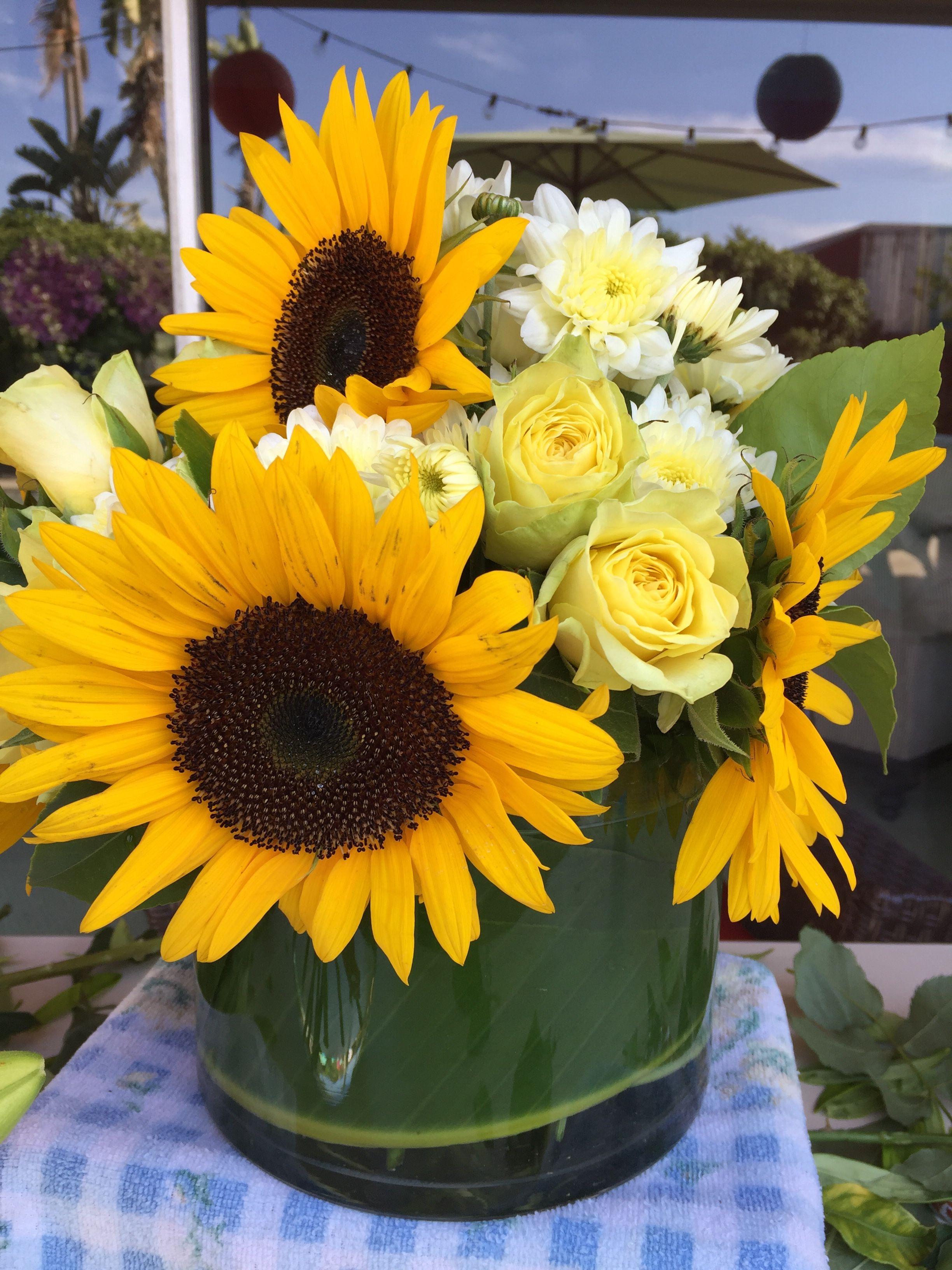 Pin by kery b style on flower arrangements pinterest flower flower arrangements daisy izmirmasajfo