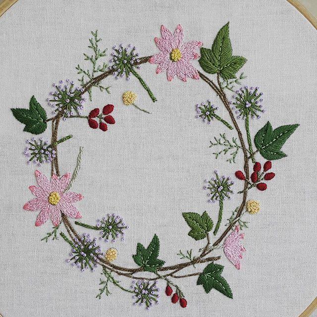 """""""아이비 리스"""" 드뎌 요것도 완성했네요~😆 언능 포장해서 보내야겠네요~😉 #프랑스자수 #embroidery"""