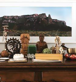 Os altares podem ser feitos nos cantos da espiritualidade/sabedoria e no canto dos amigos. Mas, também podem estar em cantos especiais como...