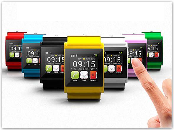 Segundo o conceituado jornalista de tecnologia Nick Bilton, do New York Times, são verdadeiros os rumores que circulam de que a Apple lançará um relógio inteligente - já existem relógios usando Android, mas ainda não emplacaram. Saiba detalhes do gadget, que deve se chamar iWatch, e a opinião de especialistas a respeito do impacto que ele pode ter no mercado. Na Exame, por Mauricio Grego.