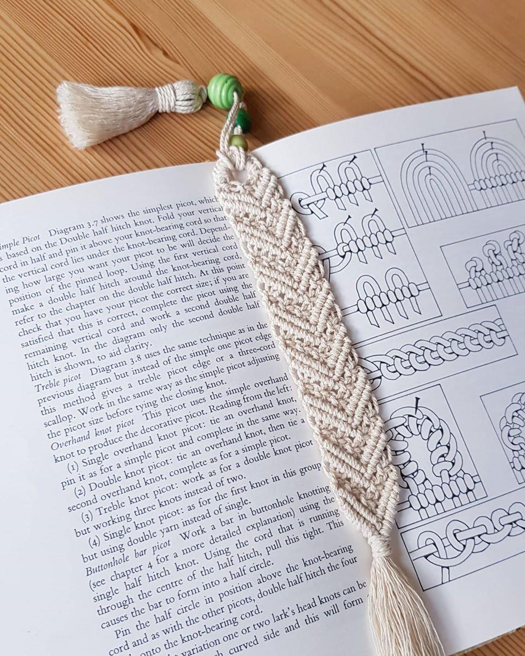 Macrame School On Instagram Diy Macrame Bookmark With Tassel New Tutorial In Bio In 2020 Tassels Diy Tutorials Macrame Patterns Macrame Projects