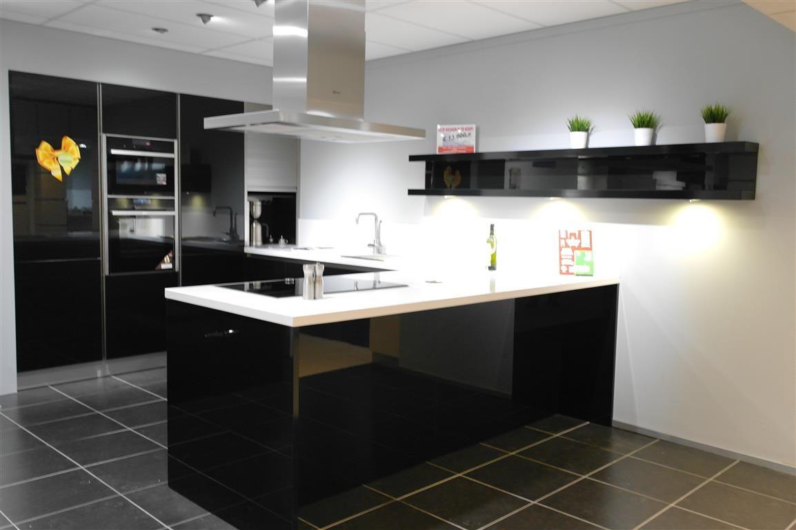 Keller gl4100 polygloss zwart strakke moderne greeploze keuken in