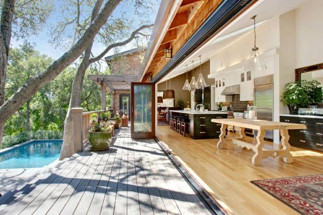 Cuisine d int rieur astucieusement transform e en cuisine ouverte d t c - Photo cuisine exterieure jardin ...