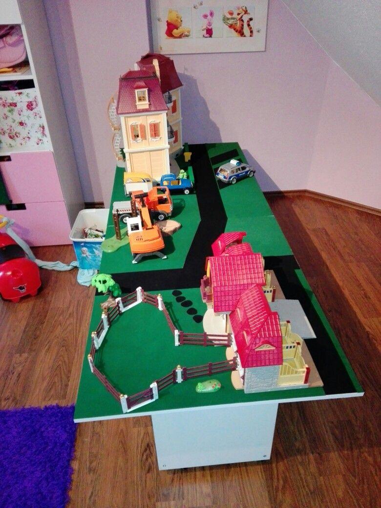 Playmobil Tisch mit Ikearegal Kinder zimmer