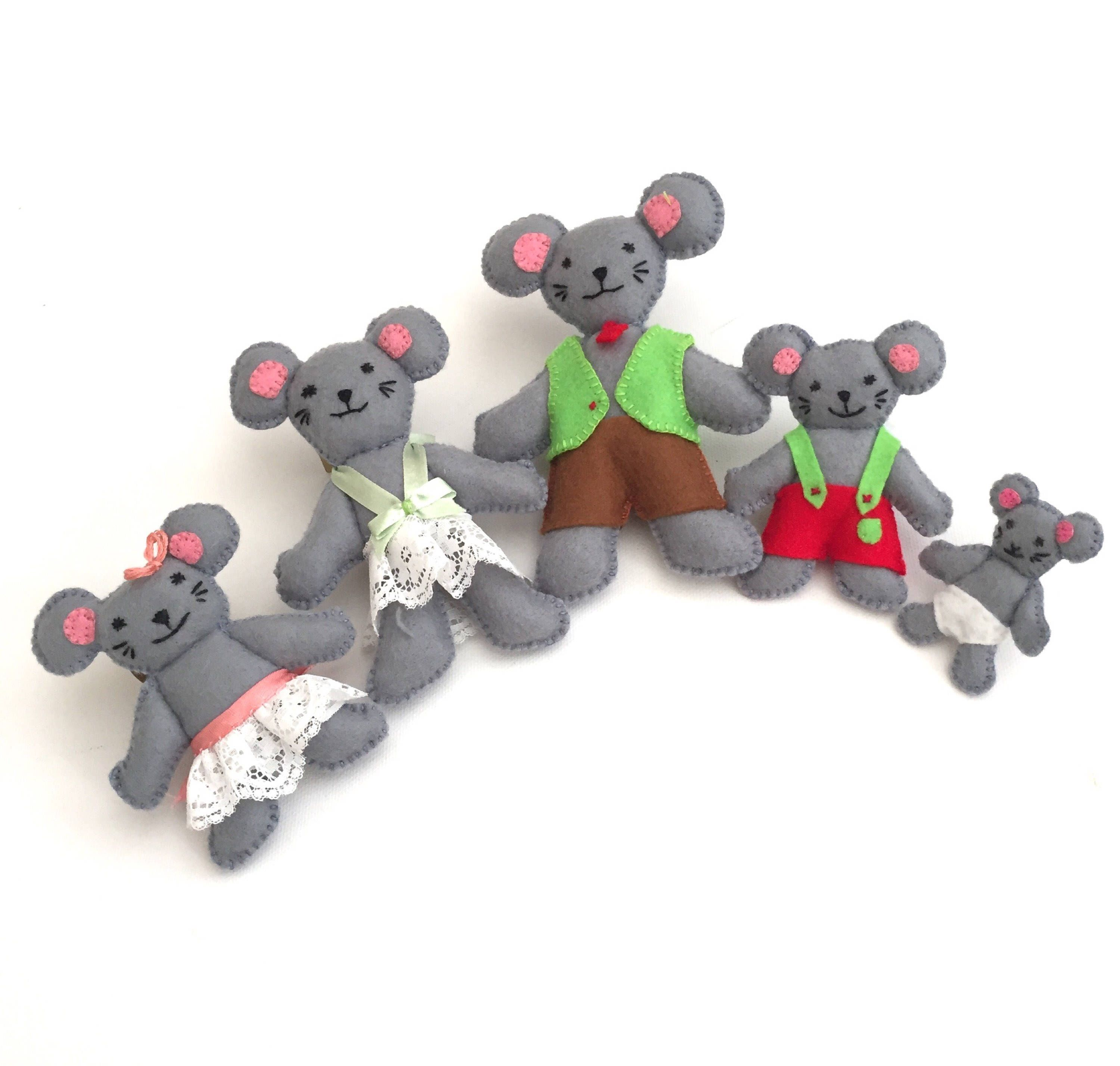 Handmade Felt Mouse  - Felt Mouse Family - Felt Mice - Toy Gift - Plushie Mouse - display - Mice by EverSewNice on Etsy https://www.etsy.com/listing/555309501/handmade-felt-mouse-felt-mouse-family