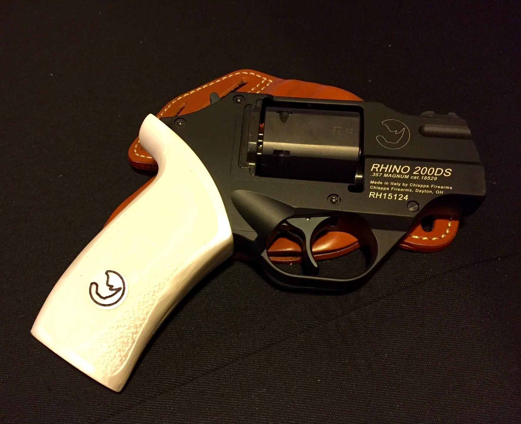 Chiappa Rhino 200ds With Large Size Grip From 60ds Custom Firearms And Blades Pinterest Guns Weapons And Gun Holster