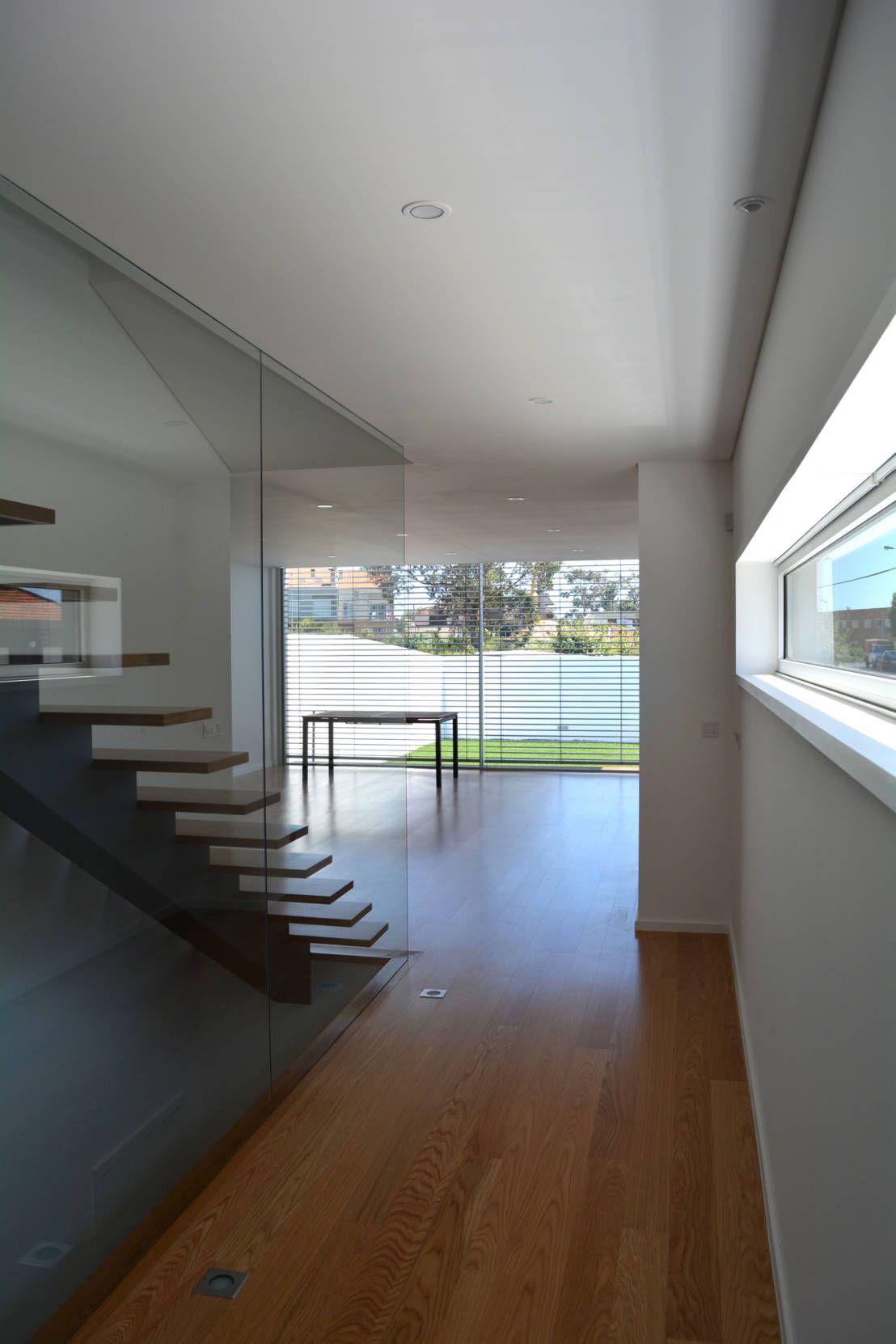 Casa FHQ : Corredores, halls e escadas modernos por PeC Arquitectos