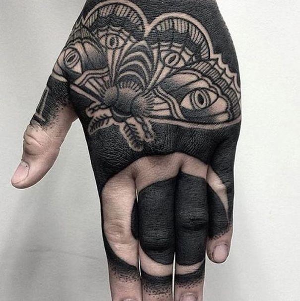 Blackwork Tattoo On Hand Hand Tattoos All Black Tattoos Full Hand Tattoo
