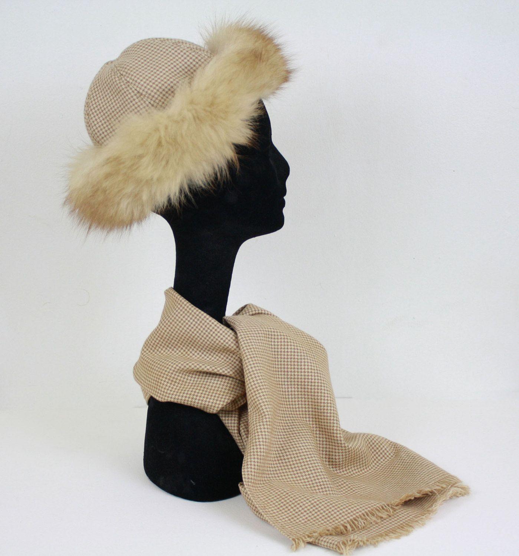 1960's Vintage Fox Fur Trim and Beige Houndstooth Wool