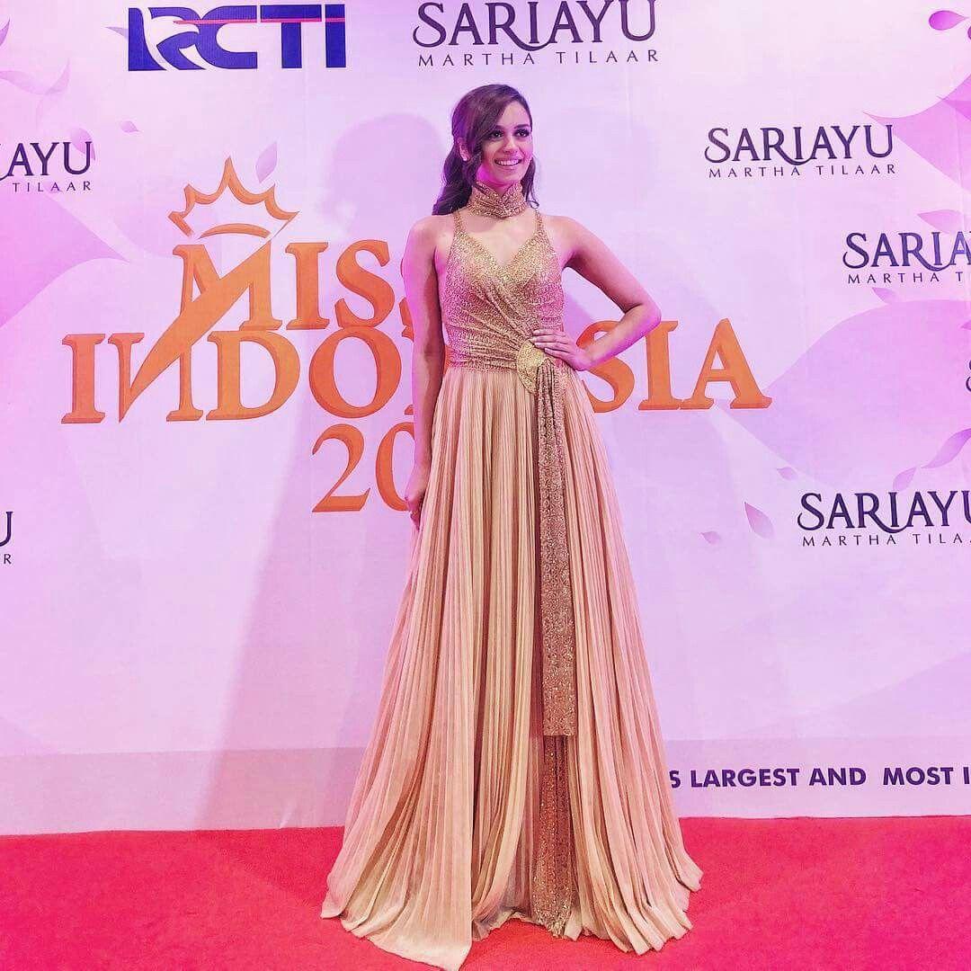 Miss world 2017 Manushi Chillar at red carpet of Miss Indonesia 2018 ...