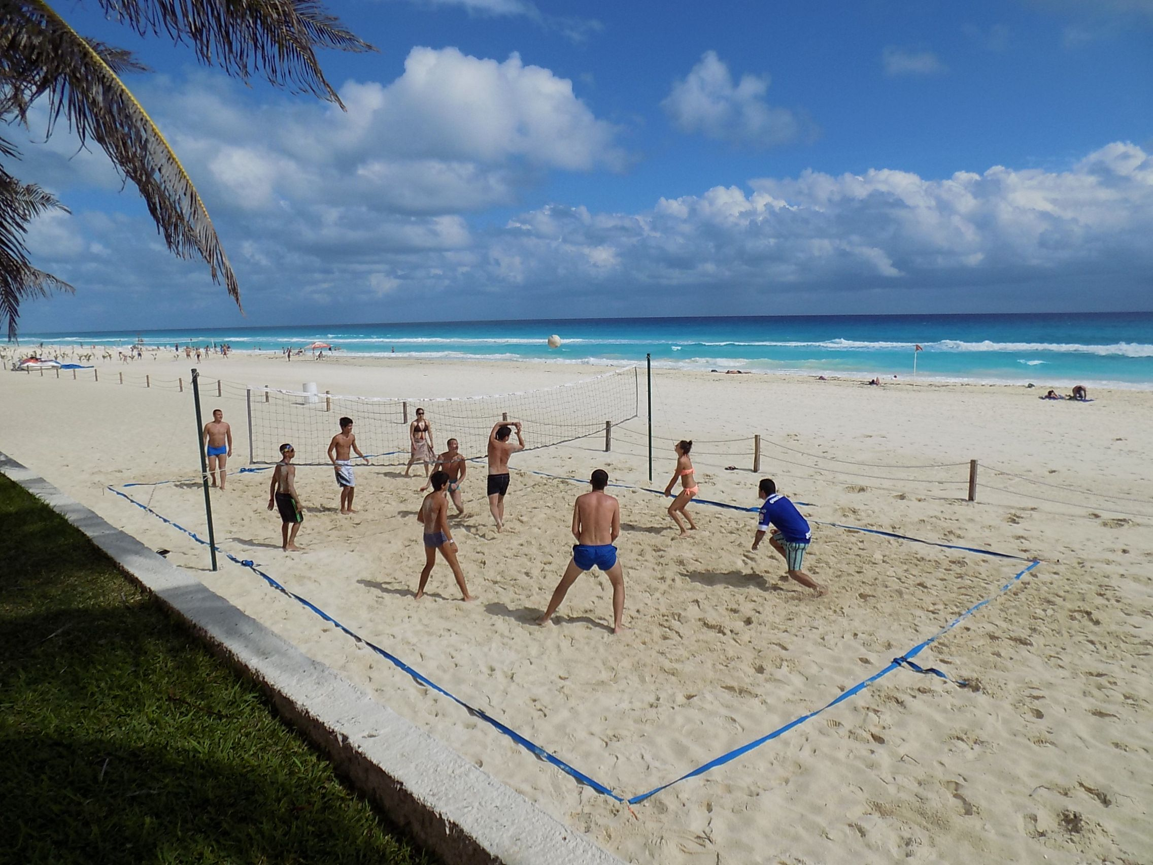Playing Volleyball At Oasis Cancun Oasis Cancun Grand Oasis Cancun Grand Oasis Resort