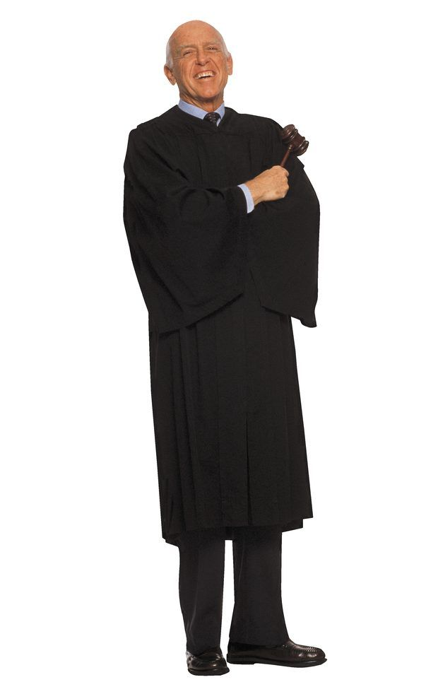 Como fazer uma toga de juiz com tecido preto