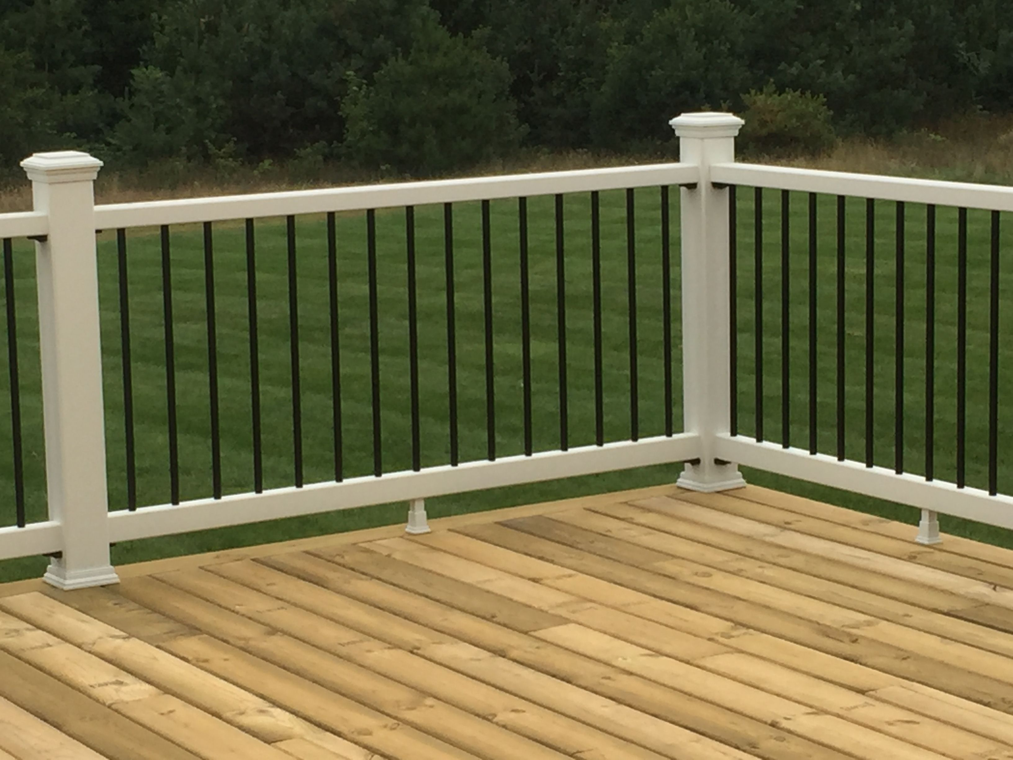 Trex Select Railing With Aluminum Balusters And Pressure Treated Deck Boards Outdoor Decor Treated Deck Boards Patio