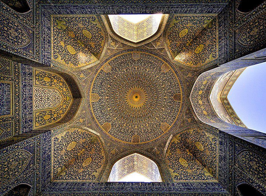 Fotograaf maakt van moskeeën een betoverende kaleidoscope