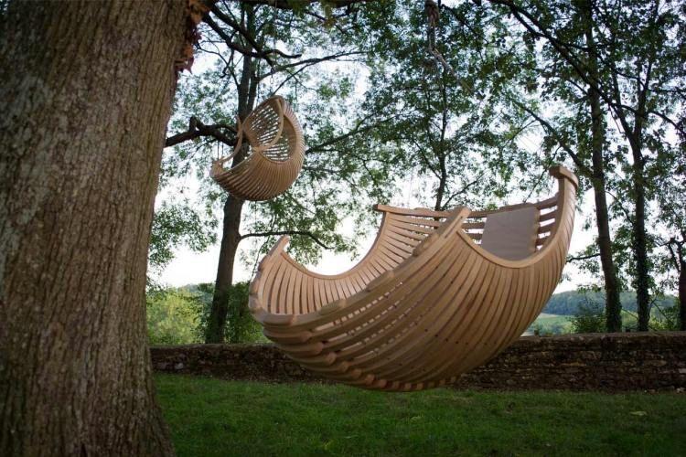 le fauteuil de jardin suspendu en métal, en rotin ou en bois savère