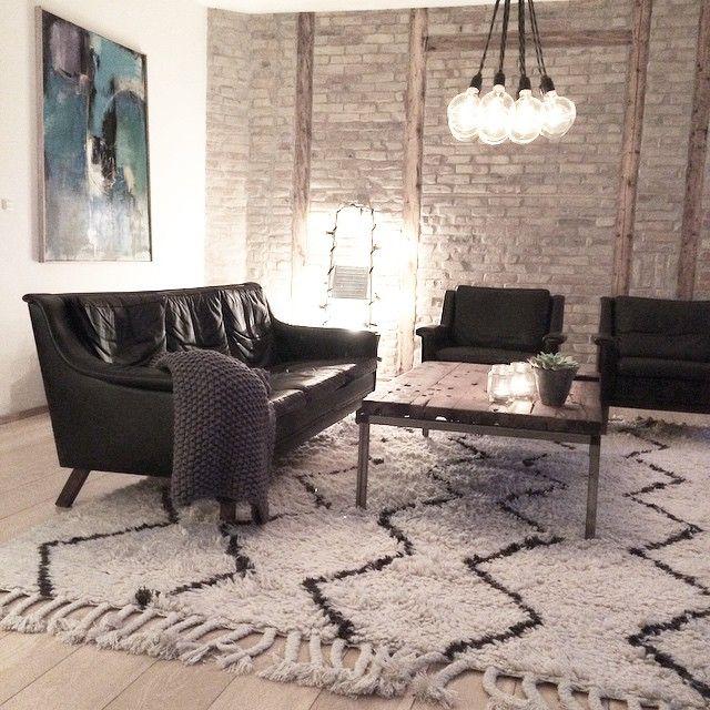 """""""Relaxing in my livingroom !#interior#homedecor#homeliving#home #westelm#soukrug#westelmrug#mywestelm"""""""
