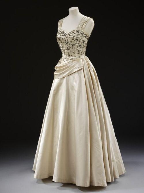 Evening Dress 1950s The Victoria & Albert Museum | VINTAGE FASHION ...
