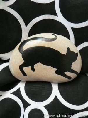 presse papier galet chat au repos galets peints. Black Bedroom Furniture Sets. Home Design Ideas