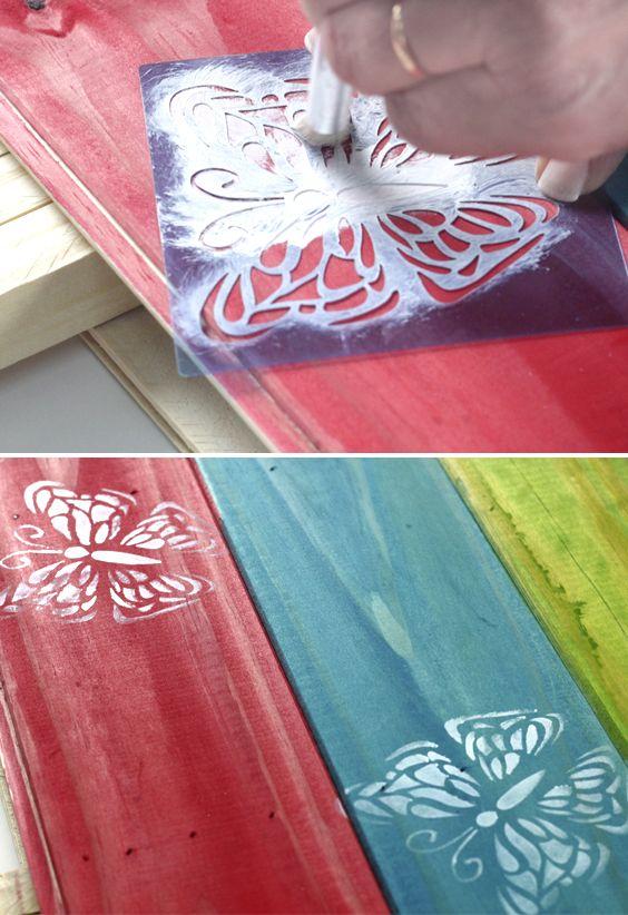 Los Stenciles Decorativos EQ Arte están fabricados en PVC de color celeste, transparente, este material es muy resistente y flexible. Tienen gran definición y precisión en el calado del diseño, es por ello que los estampados realizados con estos sténciles resultaran de gran calidad. Podrá limpiar los sténciles con agua o con solvente dependiendo de la pintura que haya utilizado para el estampado.
