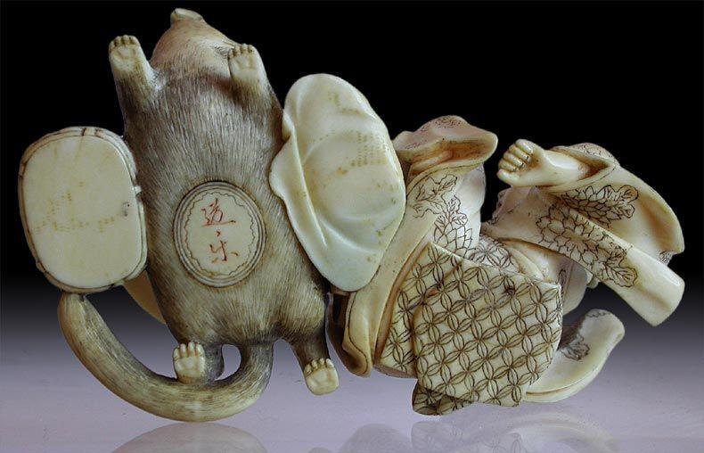 http://www.buddhamuseum.com/okimono/badger-kettle_09.jpg