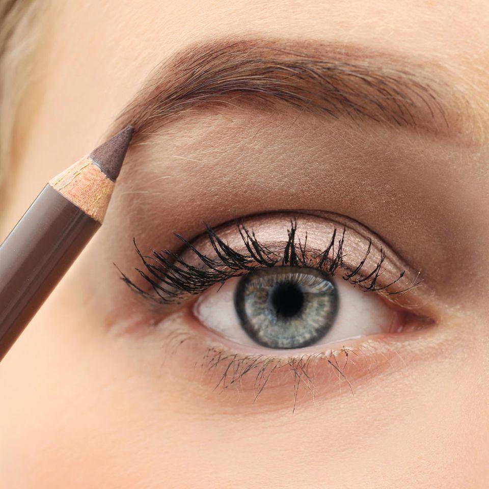 """Natural Brows– dieser Trend kommt nie aus der Mode! #naturalbrows Natural Brows– dieser Trend kommt nie aus der Mode! - """"Wenn es einen Augenbrauen-Trend gibt, der einfach zu jedem passt, dann ist es dieser hier: Natural Brows. Wir verraten euch, wie ihr sie stylt."""" #naturalbrows"""