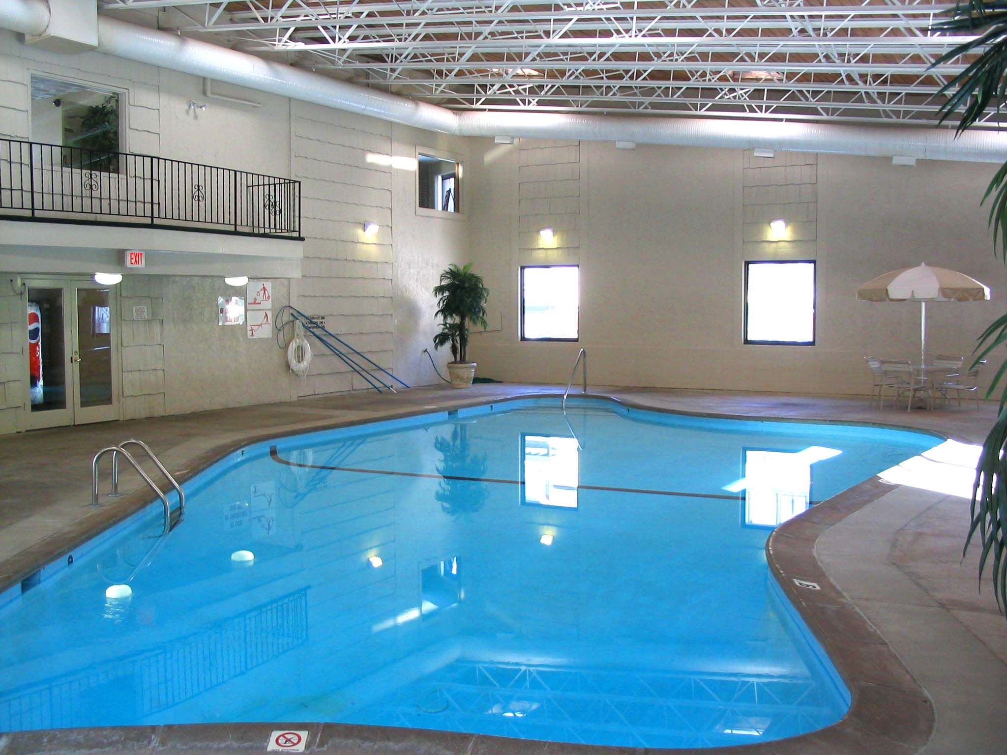 Indoor pool at Oakdale Terrace apartments in West St Paul ...