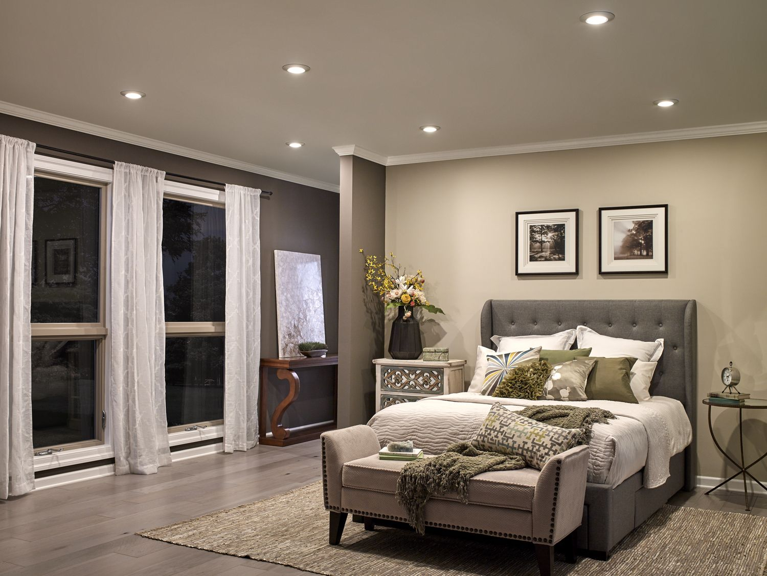 The 3000K LED Horizon downlight delivers the seamless look