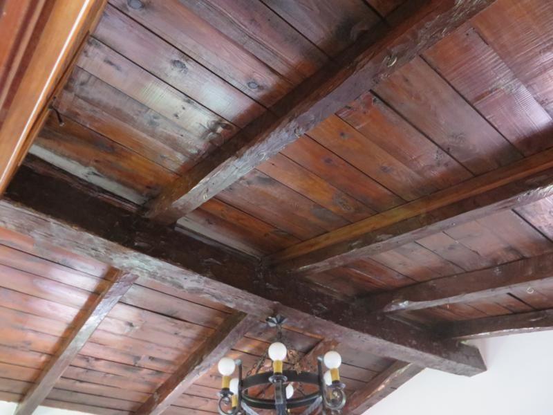 Tratamiento recuperador en techos y vigas de madera proyectos de mantenimiento pinterest - Vigas madera techo ...