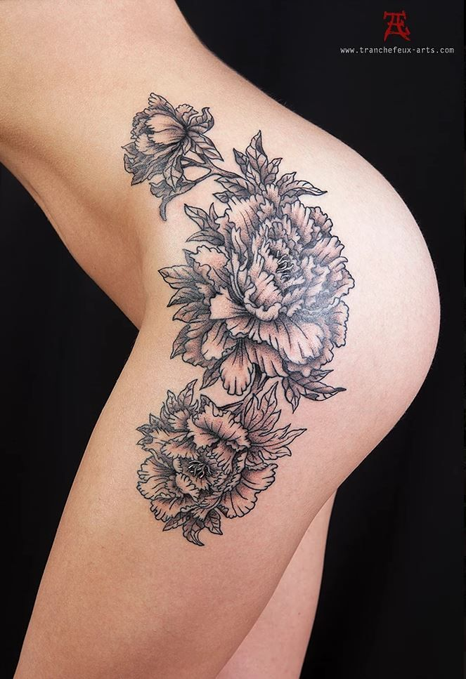 Pivoines hanche tattoo Tranchefeux | My sample Tattoo Tranchefeux | Tatoueur, Tatouage et Tattoo ...