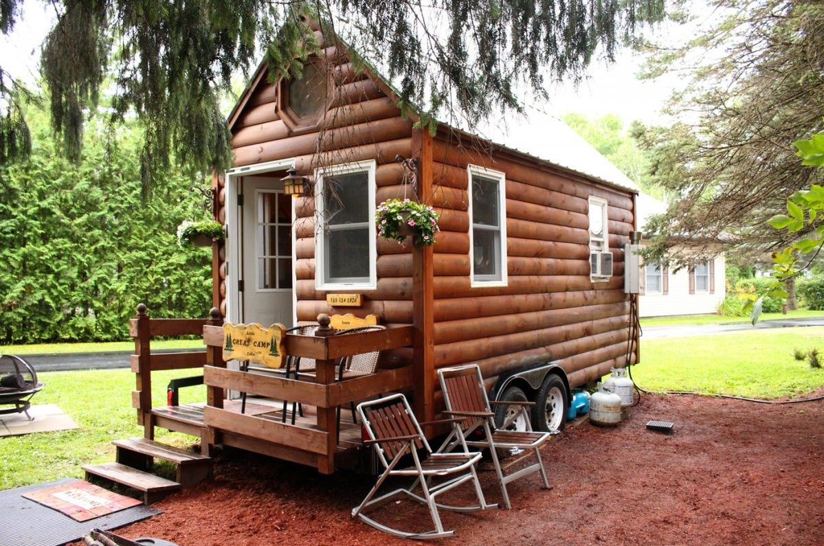 Tiny House With A Clean And Tidy Appearance Is Supported By The Design Of The Walls Are Smooth And Shiny Tiny House Movement Tiny House Blog Small House