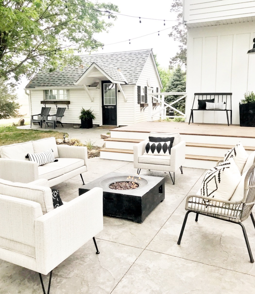 Sunday Saves All Things Patio Proverbs 31 Girl In 2020 Farmhouse Patio Easy Patio Furniture Modern Outdoor Spaces