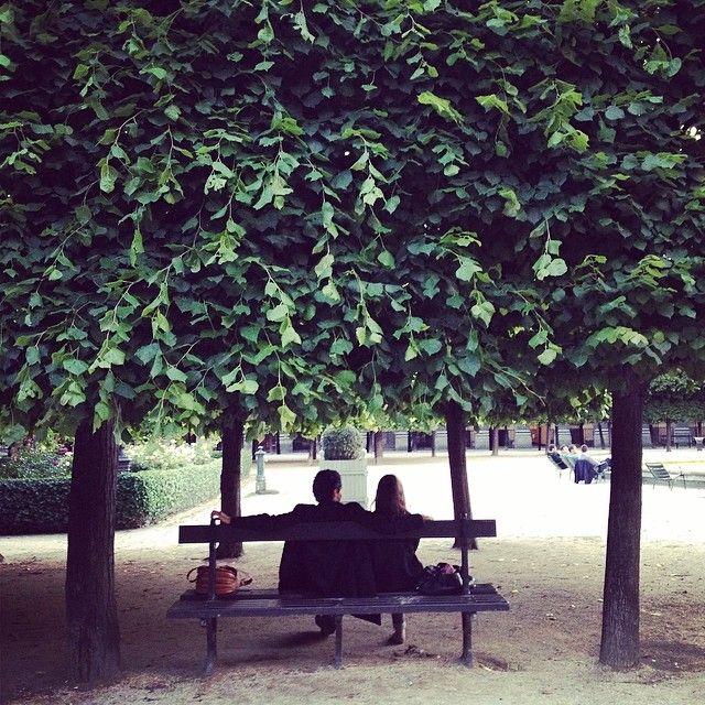 habituallychic: Paris is for lovers. #paris (at Jardins du Palais Royal)