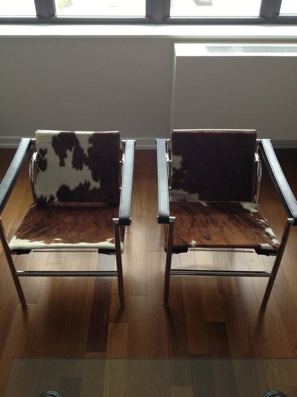 cassina le corbusier lc1 cowhide chairs authentic cowhide chair le corbusier and apartment. Black Bedroom Furniture Sets. Home Design Ideas
