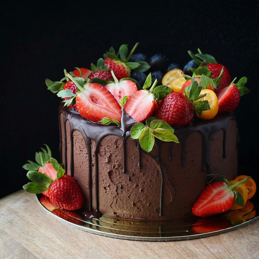 Pin By Flo S On Cake Decoration Ideas Chocolate Fruit Cake
