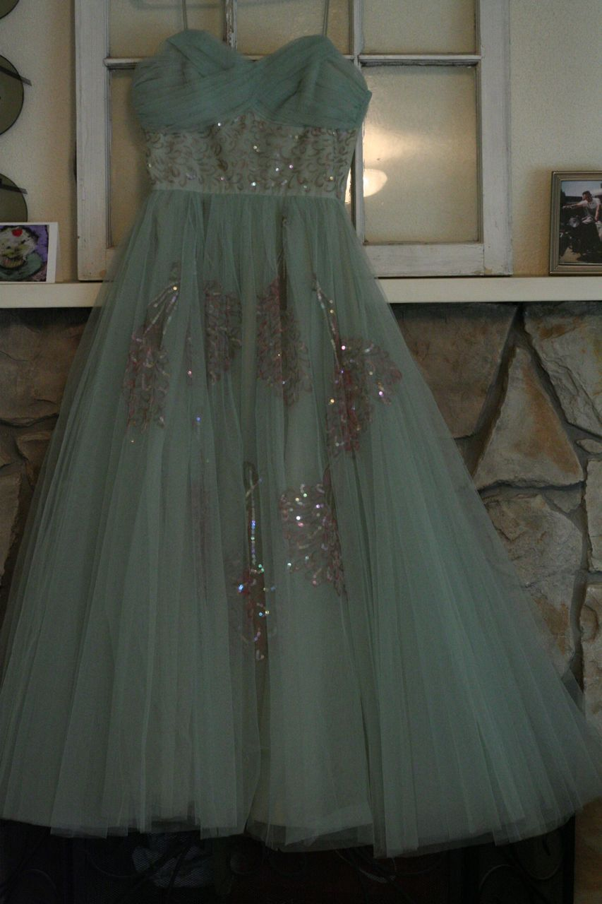 Pin By Emily Glancy On Emily Chelsea Time Prom Dresses Vintage Prom Dresses Dresses [ 1280 x 853 Pixel ]