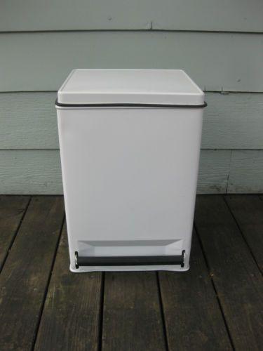 Vintage Ekco Metal Garbage Can Flip Top Lid White Very Nice Kitchen Ebay