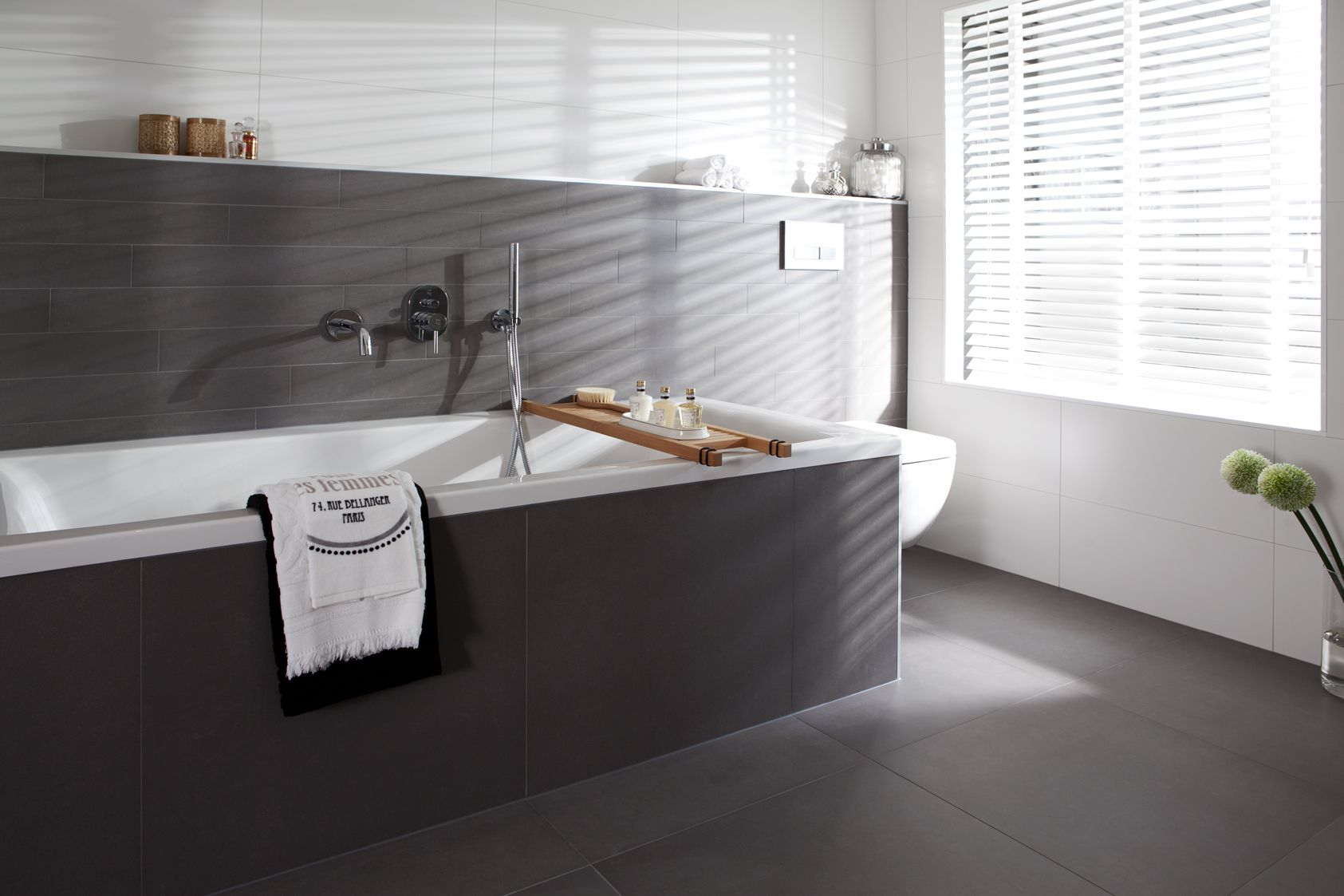 Badkamer Bad Afmetingen : Badkamer half betegelen modern nlfunvit badkamer bad afmetingen