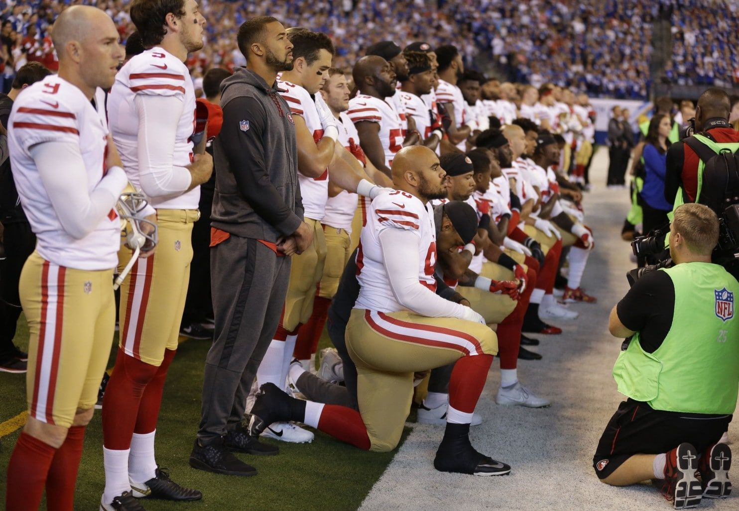 This Is About Systemic Oppression Eric Reid Becomes The Voice Of 49ers Protest With Criticism Of Pence Anthem Protest Kneeling During National Anthem Nfl
