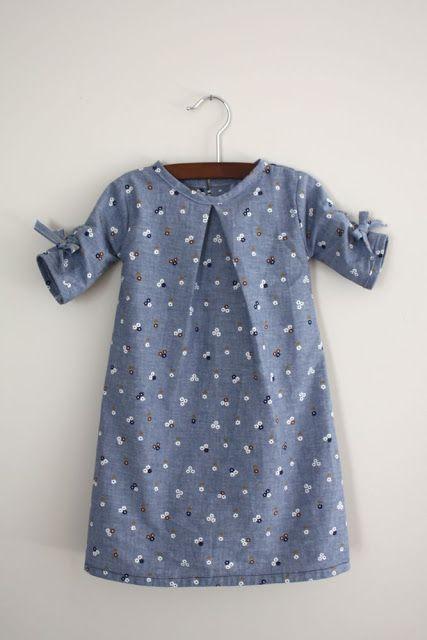 kleine blaue Blumen. Die Lovebird-Tunika + ausgefallene Ärmel;) SUPER süß. {Handwerk … #babydresses
