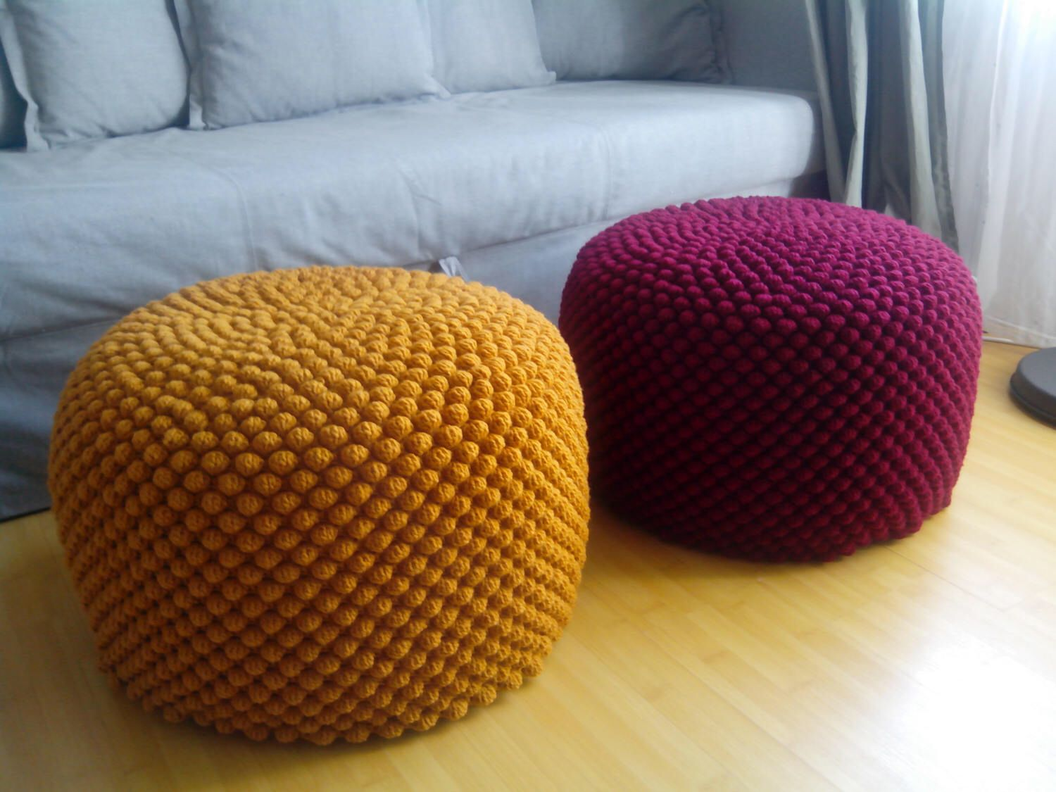 pouf rond moutarde jaune bordeaux cerise en crochet ottoman laine coussin de sol en tricot. Black Bedroom Furniture Sets. Home Design Ideas