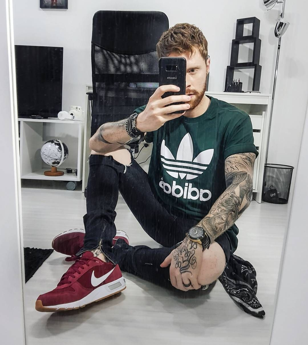 Look Masculino com Camiseta da Adidas Logo Estampado em Verde Militar 92be9c7175892