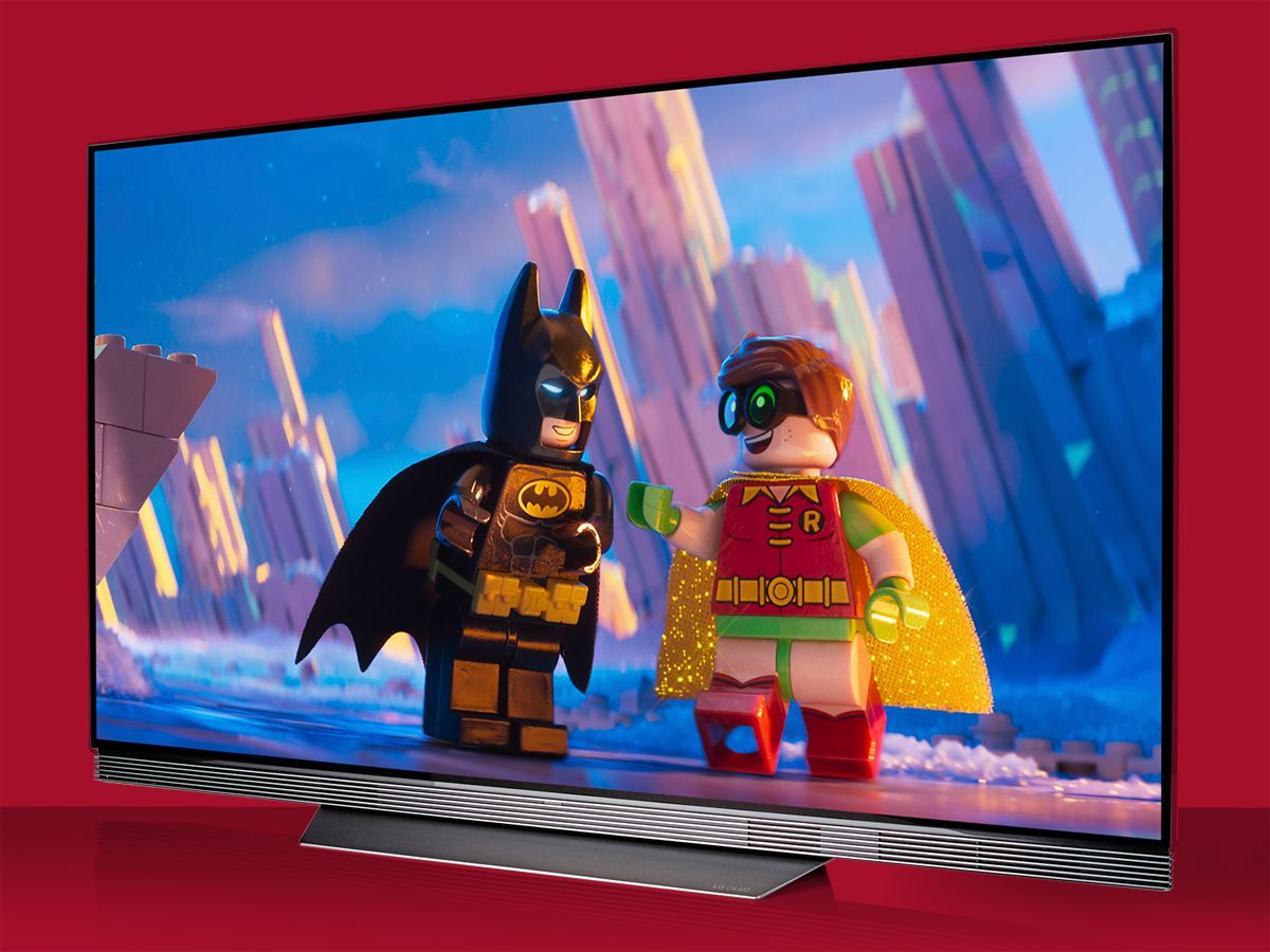 LG OLED65E7V: 65 pollici di puro piacere visivo. Non è bello, sottile e unico come il W7 Wallpaper, ma l'LG OLED65E7V è tra i migliori TV provati da inizio anno a oggi e la soundbar integrata fa la differenza.
