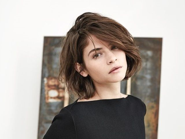 Short hairstyles for women seem to be among one of the good ways to add some volume and layer to your old grey hair! GOT IT LADIES!