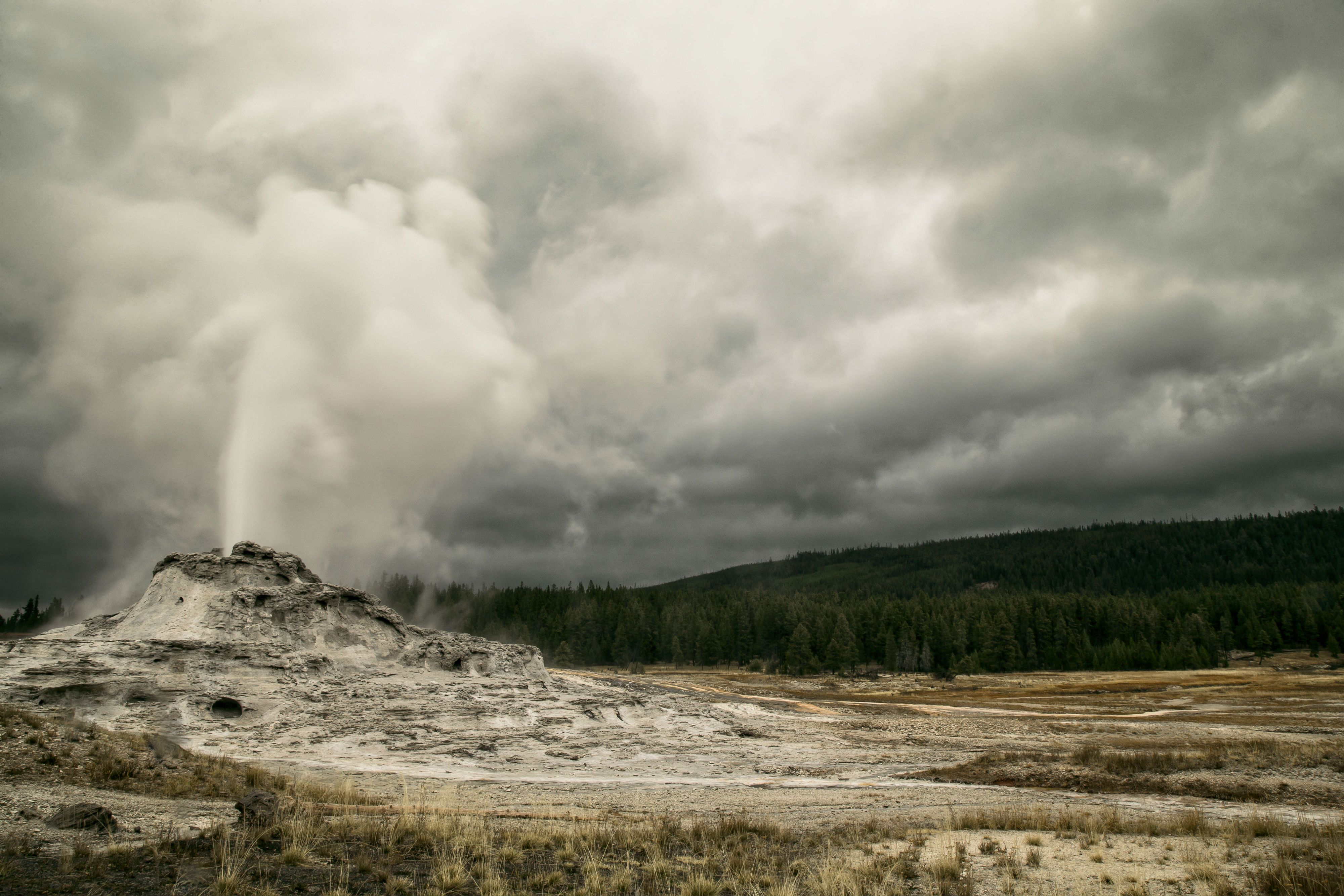 Yellowstone National Park: the first to make a mark by leaving everything untouched #ThatsWY