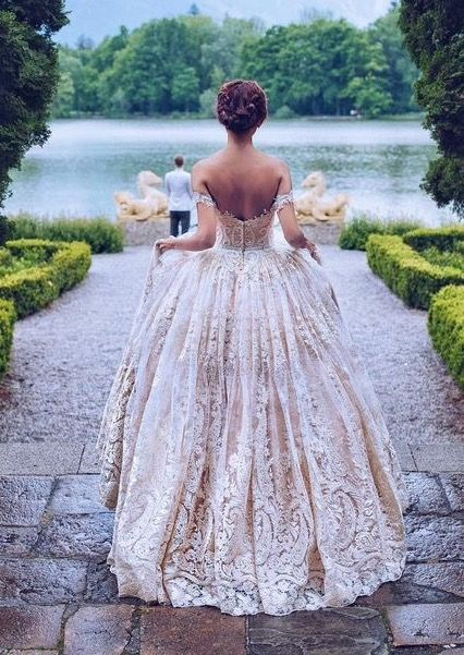Major princess vibes!!! We are fans of the princess ball gown. Love the  details and colour 30dd12db6963
