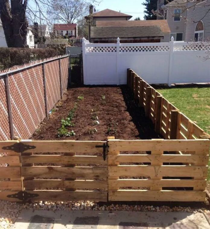 12 impressive pallet fence ideas anyone can build in 2020 on inexpensive way to build a wood privacy fence diy guide for 2020 id=72250