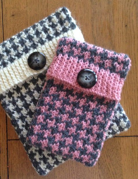 """Knitting Pattern for Houndstooth Tablet and Phablet Cover - #ad Ideal for a beginner knitter who is ready to tackle a simple two color stranded colorwork pattern, this cover is knit as one piece. The pattern comes with instructions in two sizes: Small = approx. 5""""x 8"""" (12.5 x 20 cm) Large = approx. 7.5""""x 9.5"""" (19 x 24 cm)"""