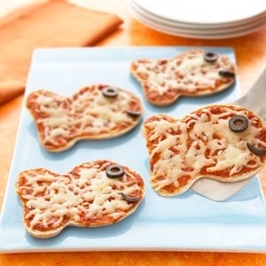 Cute pizzas using the goldfish shaped bread from Pepperidge Farm