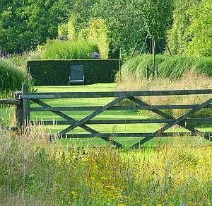 Farm gate   hout in de tuin - Chris Ghyselen - tuinarchitect