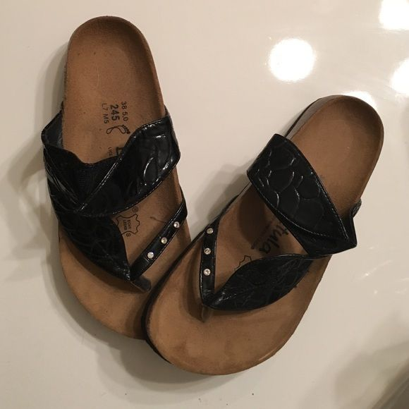 95a6bf68726d Betula By Birkenstock women's sandals cute little Birkenstocks, leaf design  with a little sparkle on it, black patent leather top, and brown leather  sole.